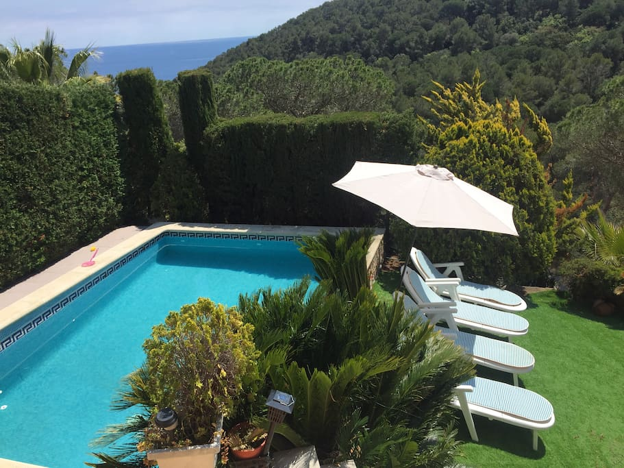 You can enjoy a relaxing sunbathe on the garden and refreshing in the pool