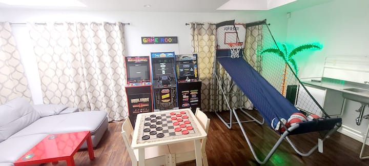Play In LA! Fun Stay Games & Netflix! Go Book Now!
