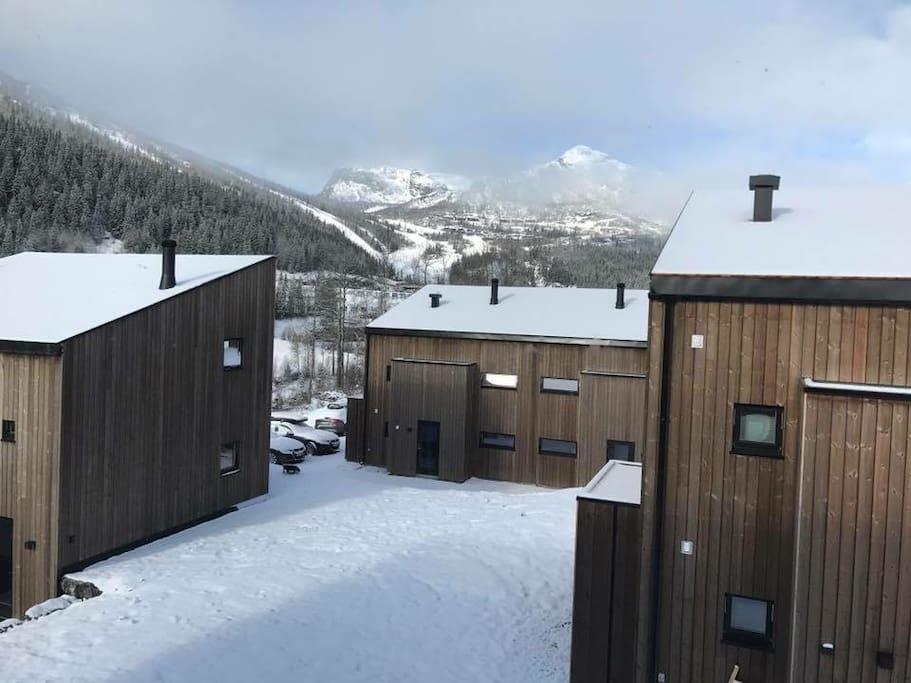 Utsikt mot skianlegget - ski inn ski out!