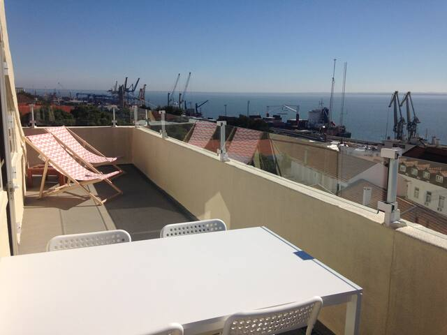 Duplex flat with amazing terrace - Lisboa - Huoneisto