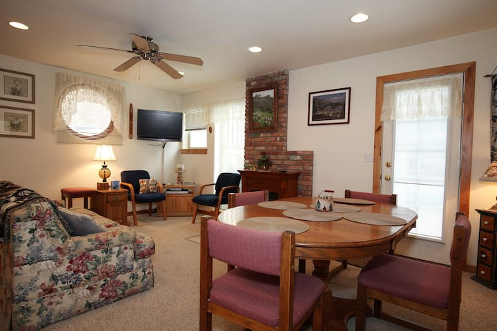 Affordable Condo - Prefect Location - One block from Downtown Ouray