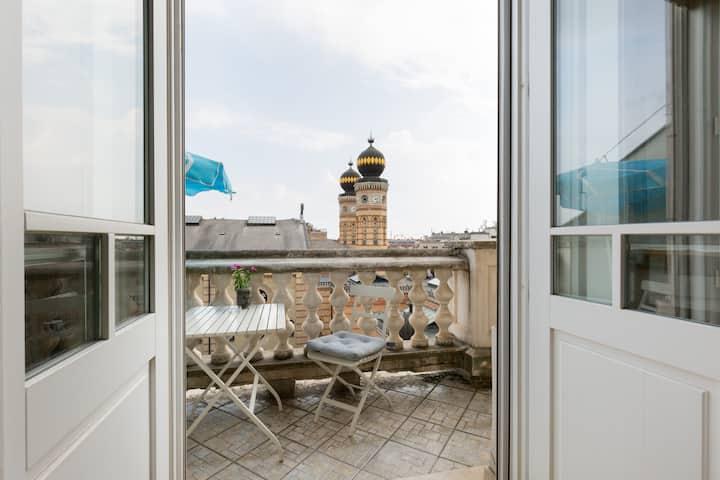 Sunny Synagogue w balcony