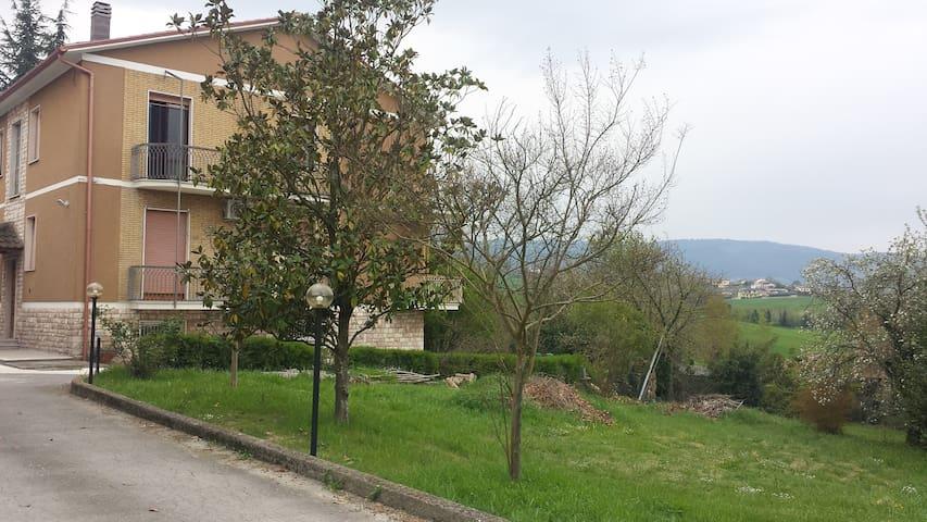 Villa SORRISO tra la campagna di Narni e Terni.