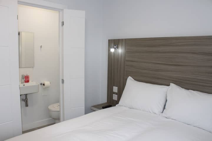 Small Double Room - No Shower