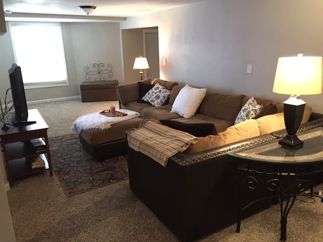 Walkout Basement Apartment - Shawnee - Appartement