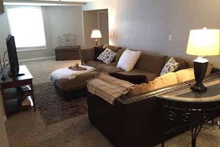 Walkout Basement Apartment - Shawnee