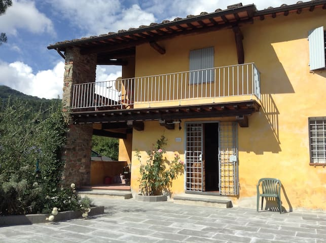 Picturesque Tuscan cottage with glorious views - Ponte a Moriano - บ้าน