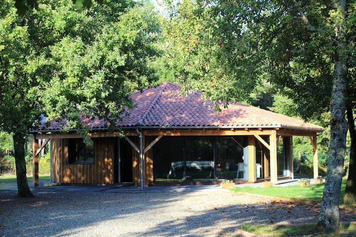 L'Estanguet, maison octogonale en forêt