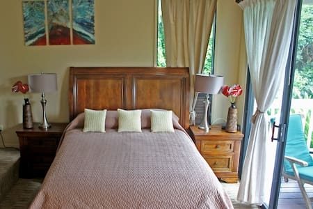 Newly Renovated Large Studio Steps to Beach Kitchn - Princeville