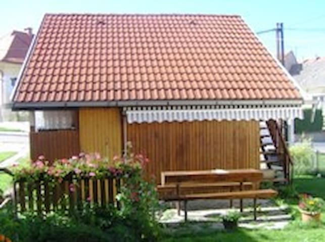 Privát Báťa - zrubová chata. Vhodné pre rodiny.