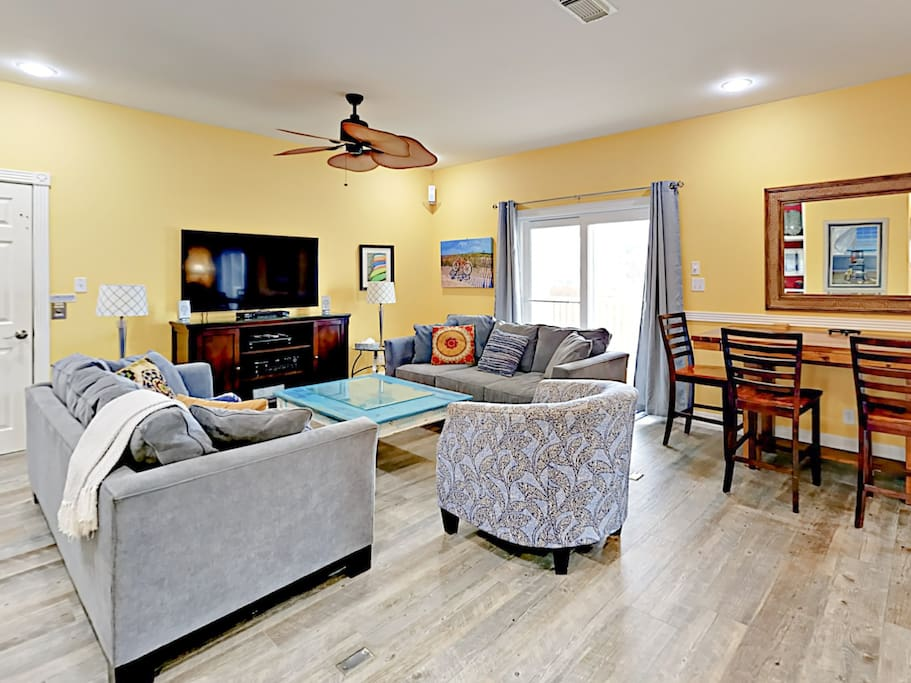 Perfect for large groups, an open floor plan creates a warm, welcoming vibe.