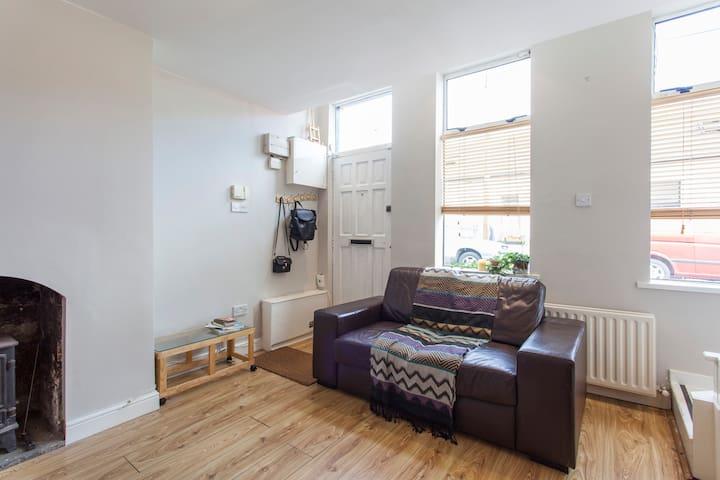 Cosy loft room in Dublin cottage - Dublin - Casa