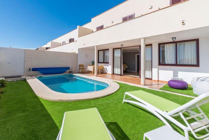 Amplio chalet con piscina climatizada en El Médano