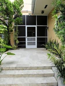 Private Studio MIAMI close to All - Dům