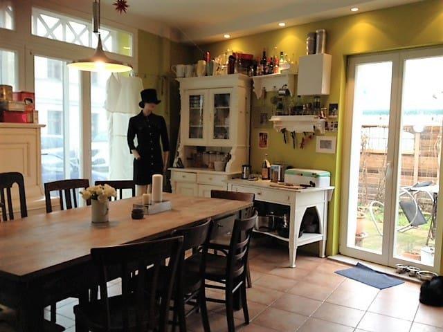 kleines Haus im Babelsberger Kiez - Poczdam - Dom