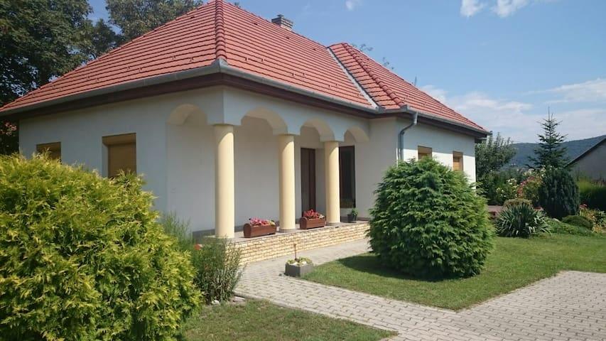 Badacsonytomaji ház a nyugodt pihenésre vágyóknak - Badacsonytomaj - House