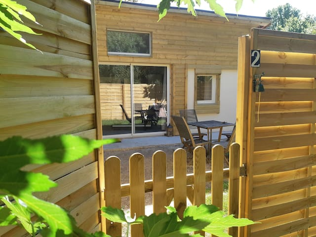 Bordeaux 10 mn Plage 25 mn Cottages & jardin privé
