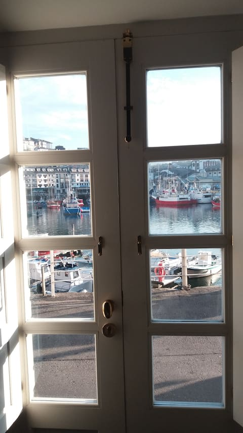 Duplex in Luarca Harbour. 6 beds, expandable to 8.
