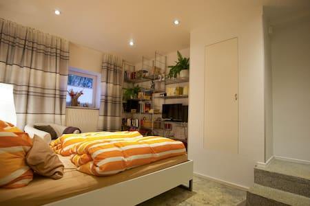 Linderhof, Anhi's Appartement