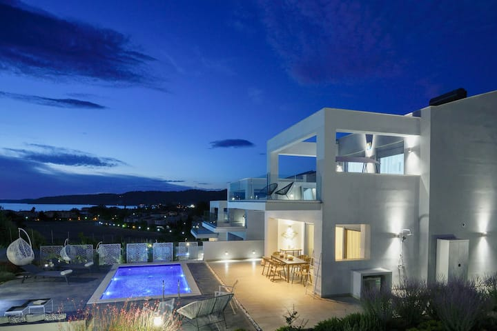 Exclusive 3 Bedroom Private Pool Villas | Soleado