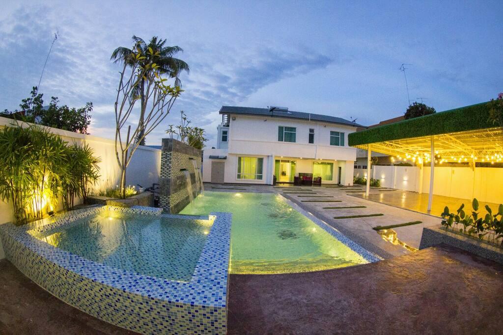 Secret Garden By Warni Villa Muar Houses For Rent In