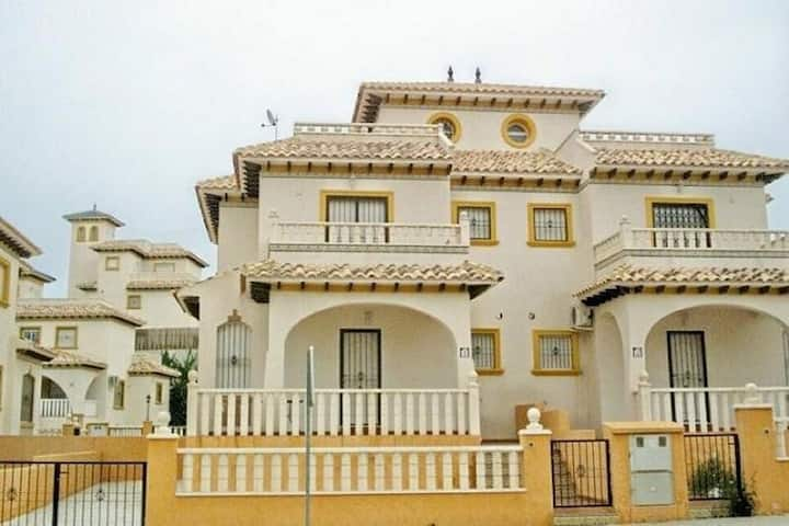 3 bedroom villa sleeping up to 8