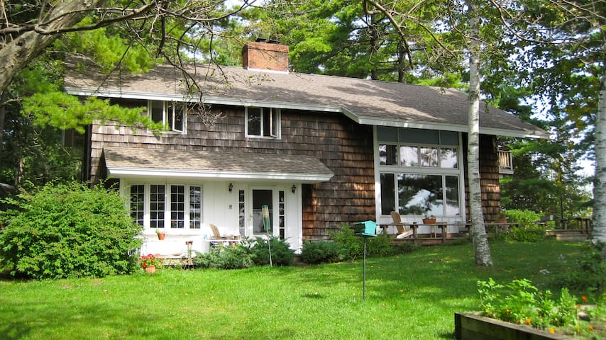 Four bedroom home on the shore Lake Champlain. - Isle La Motte - Huis