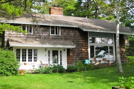 Four bedroom home on the shore Lake Champlain. - Isle La Motte - บ้าน