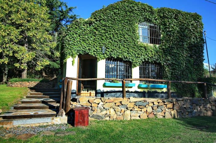 Casa en las Sierras de Tandil con Vista al Lago.