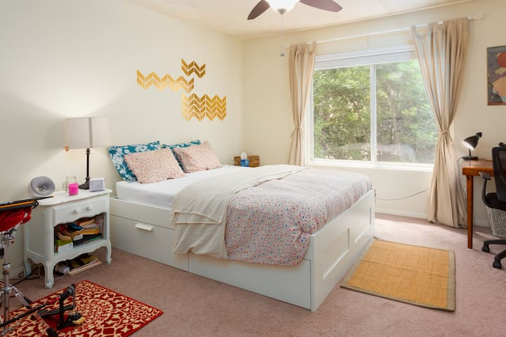 Cozy & French Style Bedroom - Carrboro - Appartement