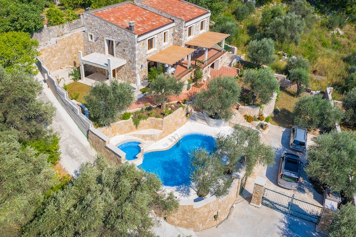 Three Bedroom Stone Villa with Pool and Sea View
