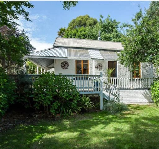 Charming 1880's settlers cottage - Stirling - Huis