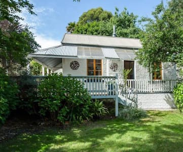 Charming 1880's settlers cottage - Stirling