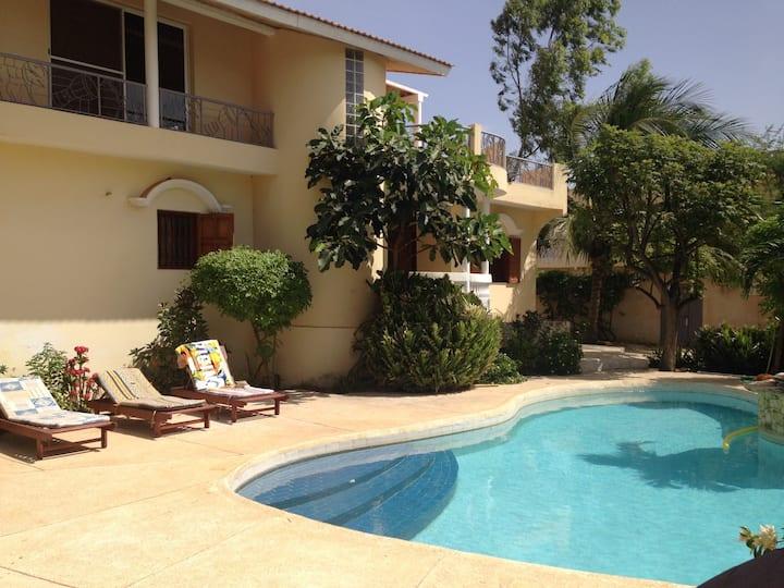 Grande maison terrasse vue mer piscine