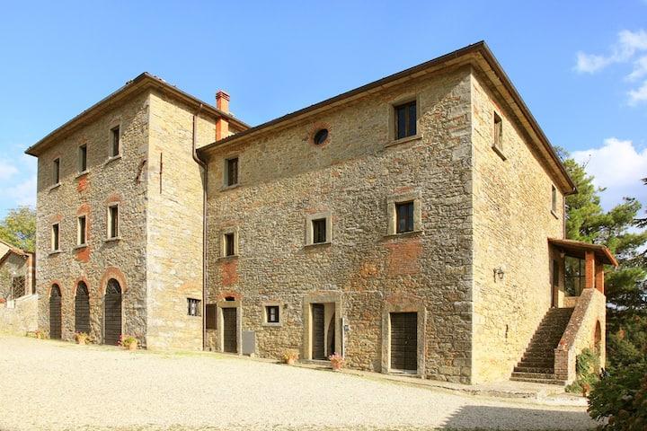 Cinghiale 3bd/2bt apt Ancient Tuscan Farm w Pool