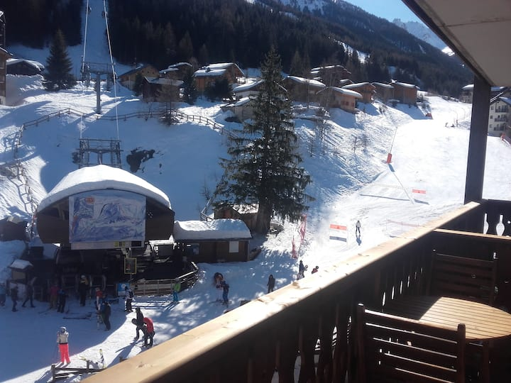 Mountain holidays at the foot of the ski slopes