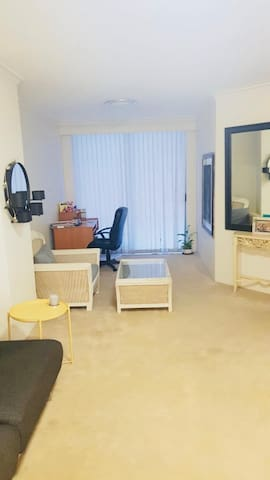 Comfy one bedroom apartment in Darling Harbour