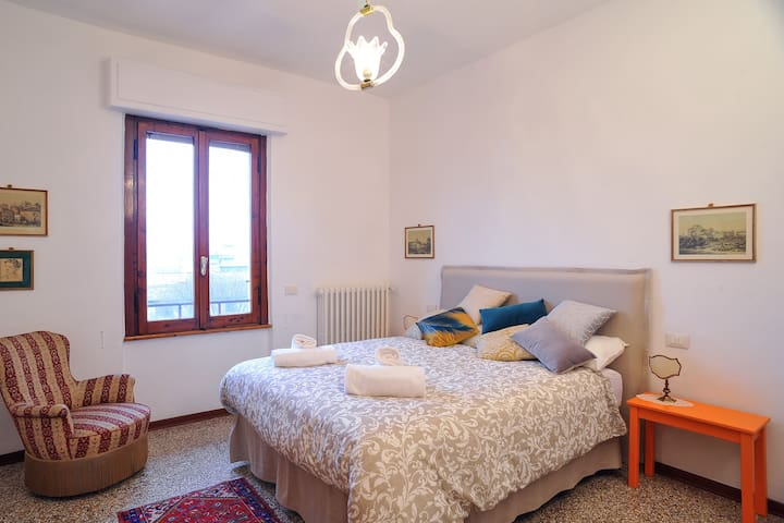 Large apartment with beautiful view over Florence
