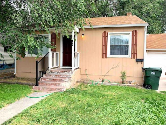 Quaint Cottage — Freshly remodeled
