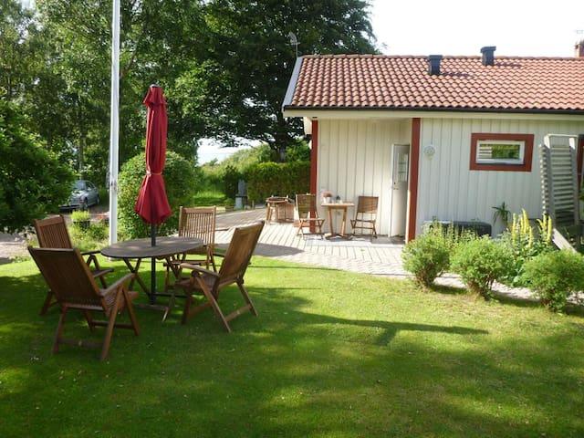 Fin lägenhet i Tylösand med egen uteplats.