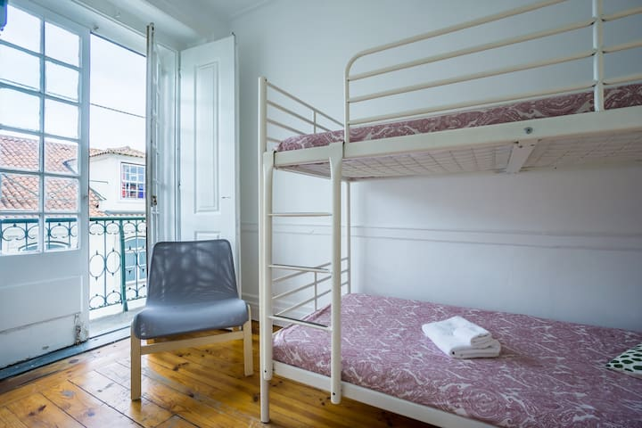 New! Sunny Individual/Double Friends Room @Baixa