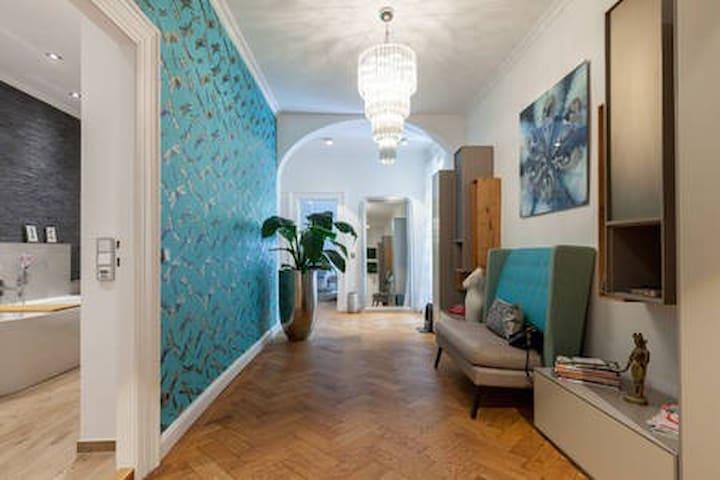 Spacious room + own bathroom in designer flat