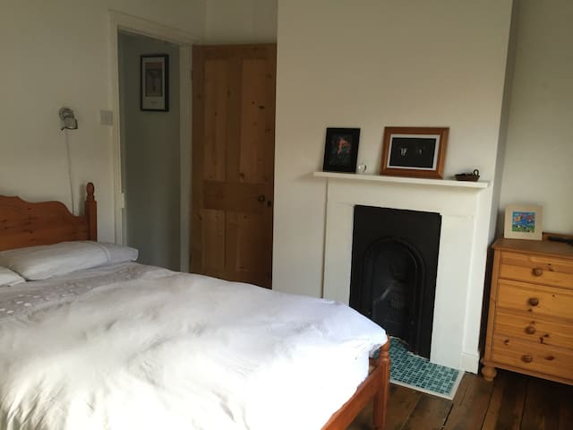 Lovely double room in cozy house - Reading - Casa