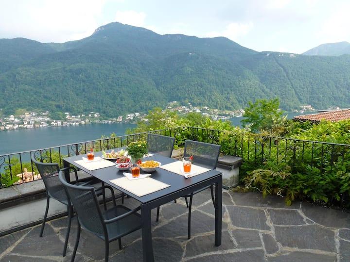 Villa mit Pool und toller Aussicht auf Luganersee