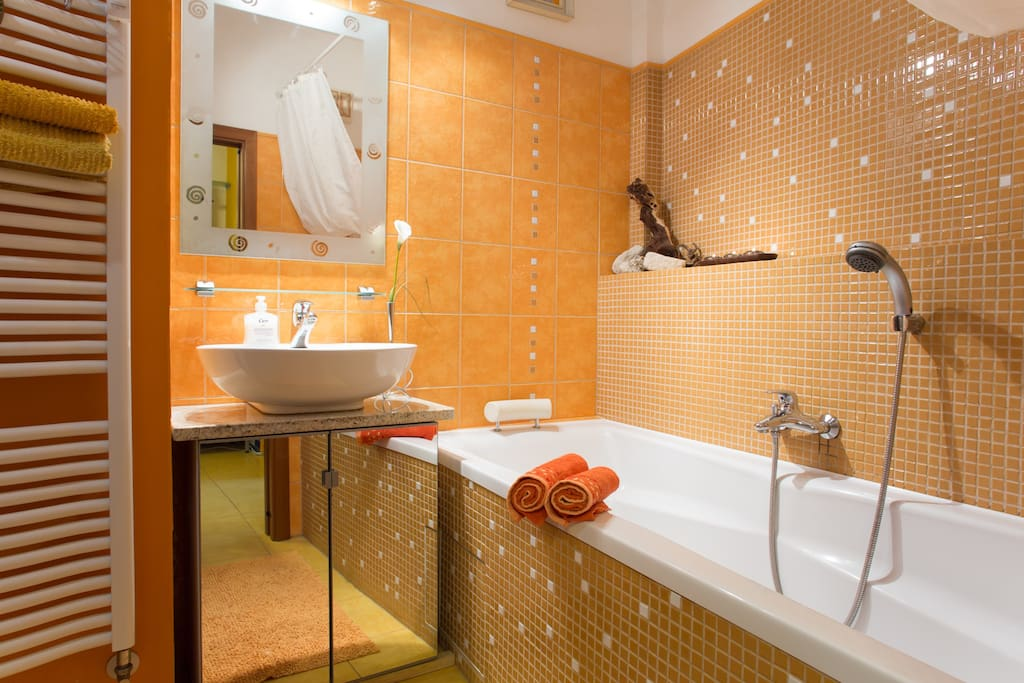 Bathroom with tub for two persons