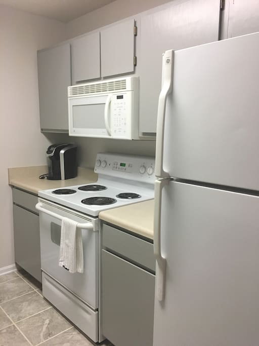 Keurig, Microwave, Diswasher, well-stocked kitchen