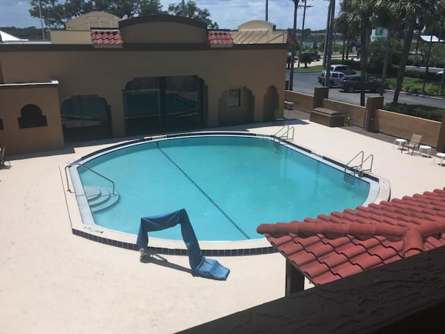 Great Find! Two Comfy Units for 8, Pool, Parking
