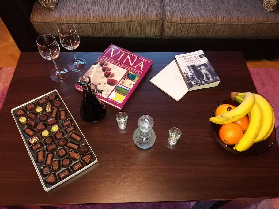 Welcome drinks and sweets