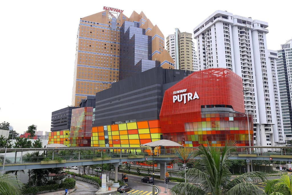 Sunway Putra Shopping mall beside house. you can eat food and go shopping.