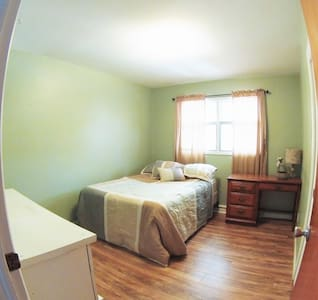 Clean Bedroom in a great neighbourhood. No smoking - Pueblo - Ev